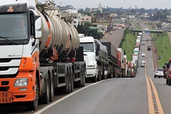Petrobras reduz valor do diesel em 10% para conter greve