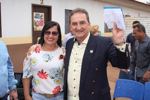 Alunos da Escola Municipal João Batista entregam cartas de agradecimentos e solicitações ao Prefeito Luizão do Trento