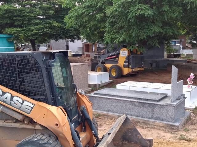 Cemitérios de Ji-Paraná passam por manutenção e limpeza para Dia de Finados