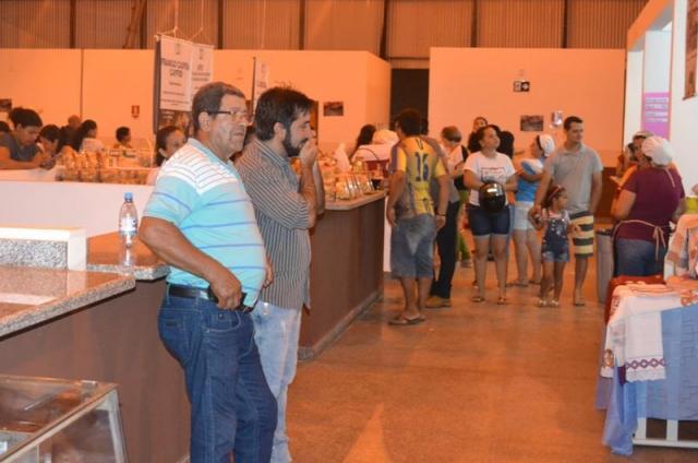 Chico do Sindicato visita feira da Agro Indústria em Rolim de Moura