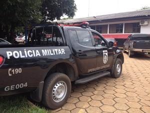 Dupla usando máscara de palhaço faz família refém por 5h durante assalto em Vilhena, RO
