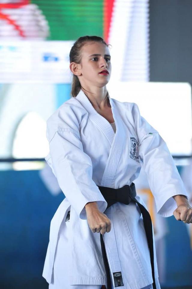 Tatame improvisado em área de casa foi escape para não deixar de treinar, diz sensei Bruna Vilela