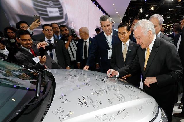 Temer assina decreto que regulamenta novo regime automotivo