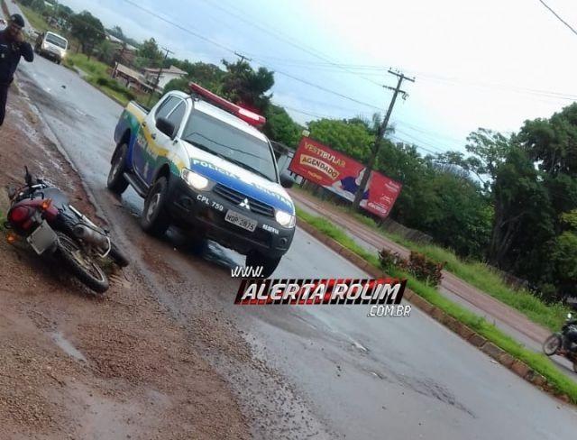 Motociclista sofre acidente a caminho do serviço ao colidir em mula