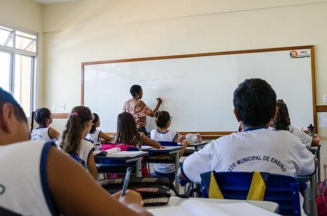 Prefeitura abre processo seletivo para contratação de 65 professores em Vilhena, RO