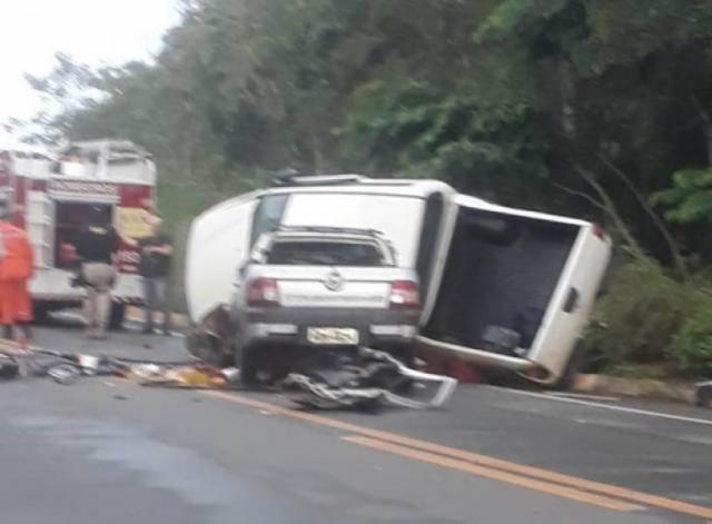 Homens que morreram após choque entre picapes na BR 364, em Vilhena, eram cunhados e moravam em Chupinguaia
