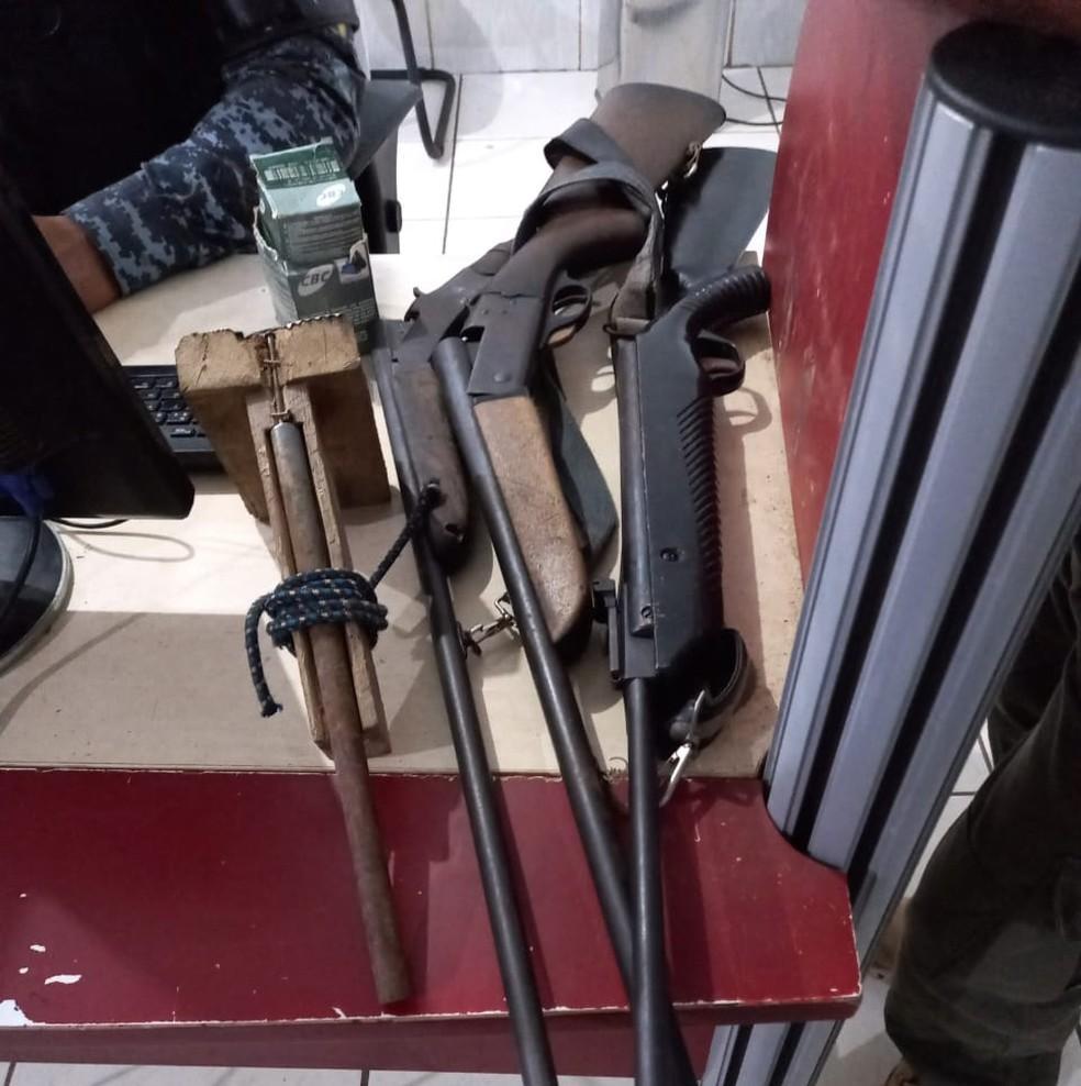 Homem é preso com armas, peles e 12 crânios de onças em sítio de Candeias do Jamari