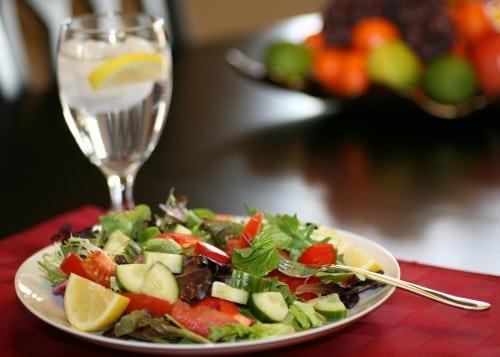 Beber água antes das refeições emagrecer?