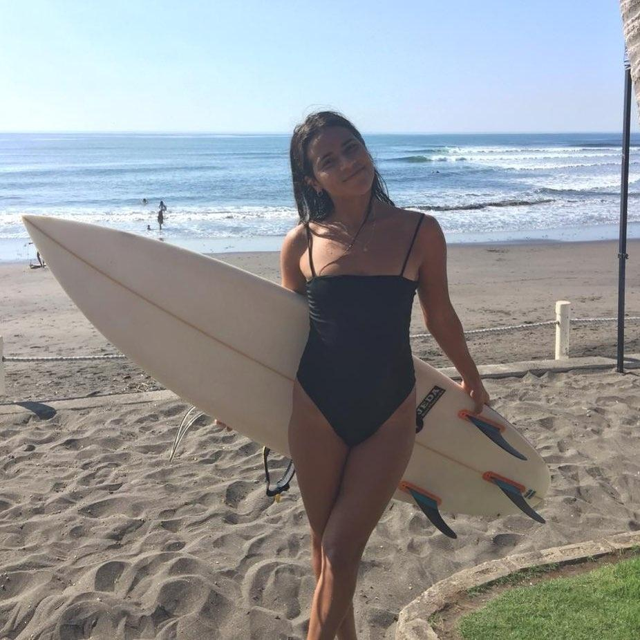 Surfista de 22 anos morre ao ser atingida por raio