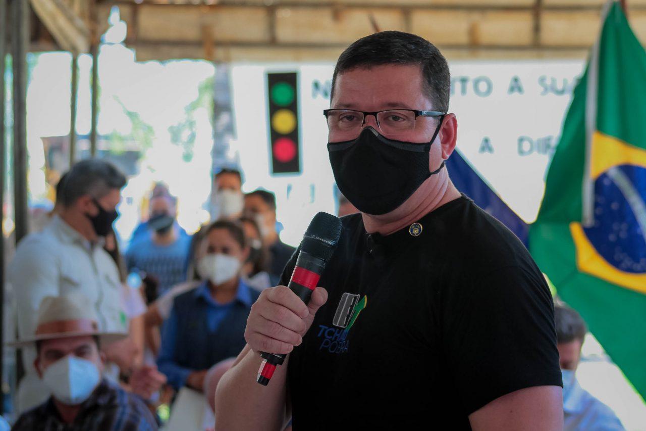 Governador inicia obras de asfaltamento do Tchau Poeira em Ariquemes
