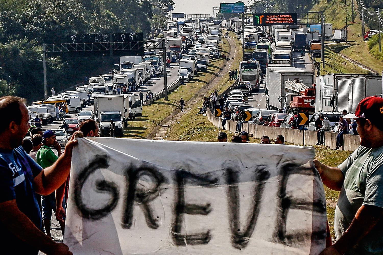 Caminhoneiros voltam a se mobilizar por greve