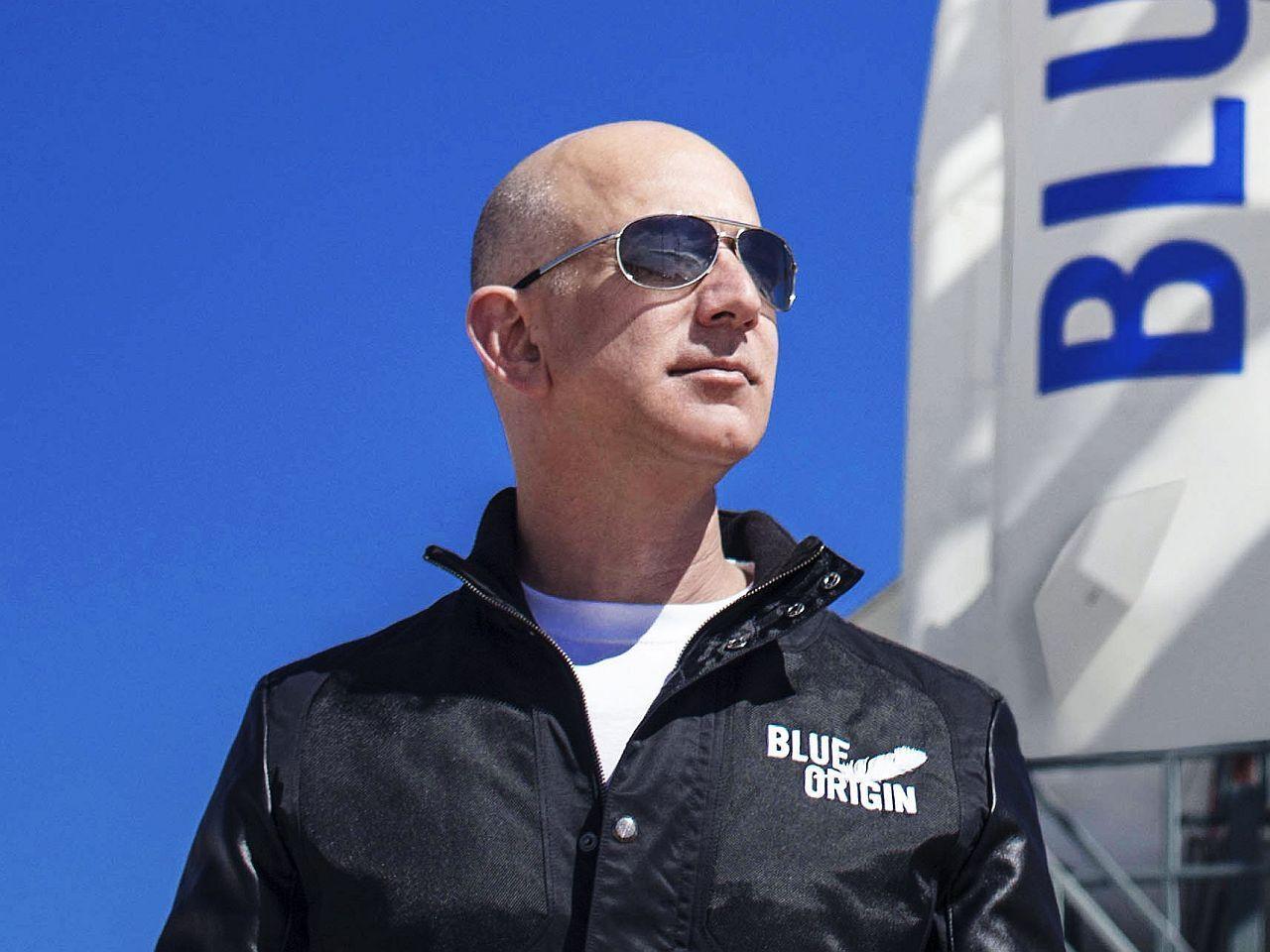 Em 10 minutos, dono da Amazon foi ao espaço