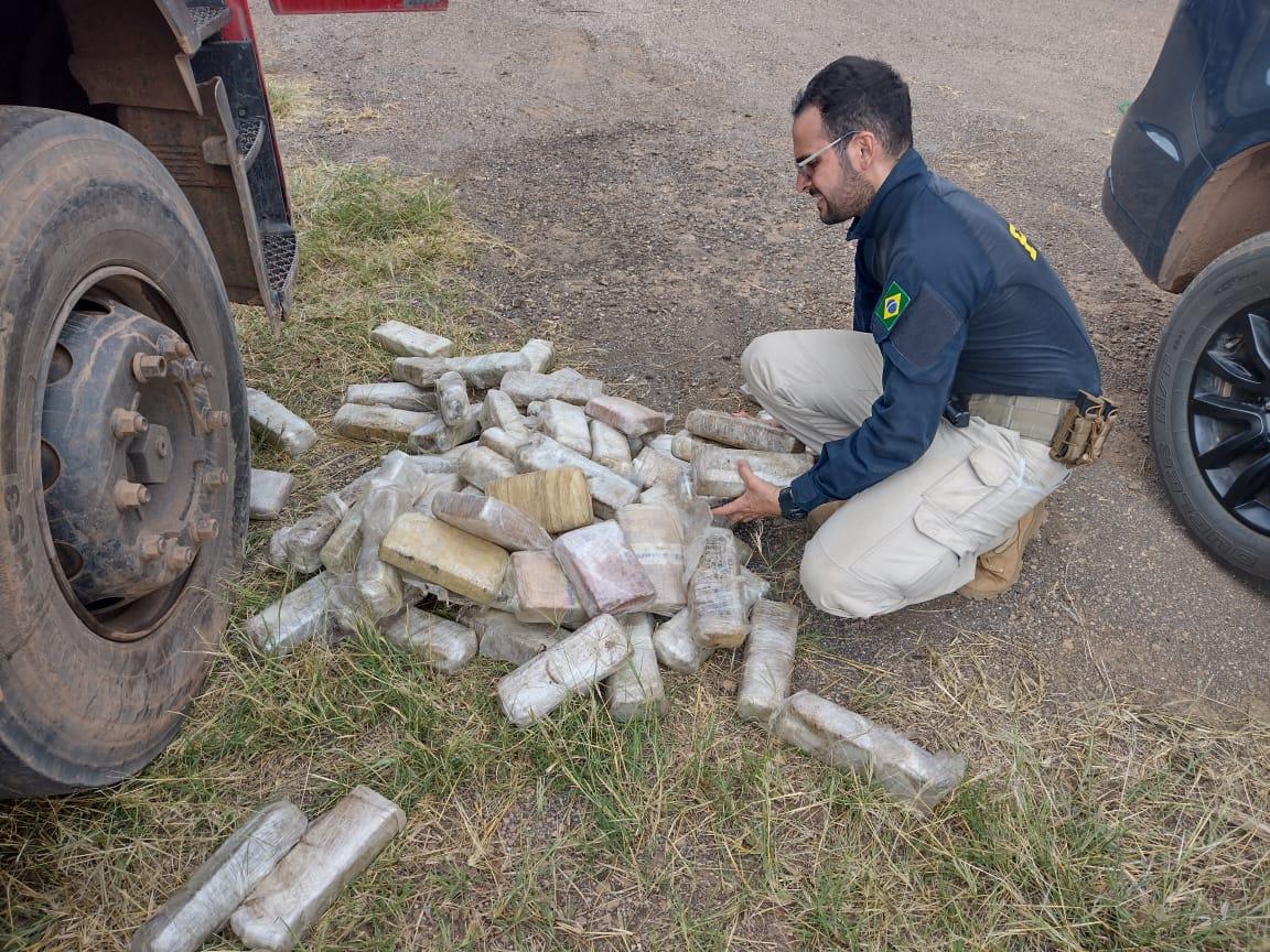 """Em Vilhena/RO, PRF apreende quase 300 Kg de maconha """"especial"""""""